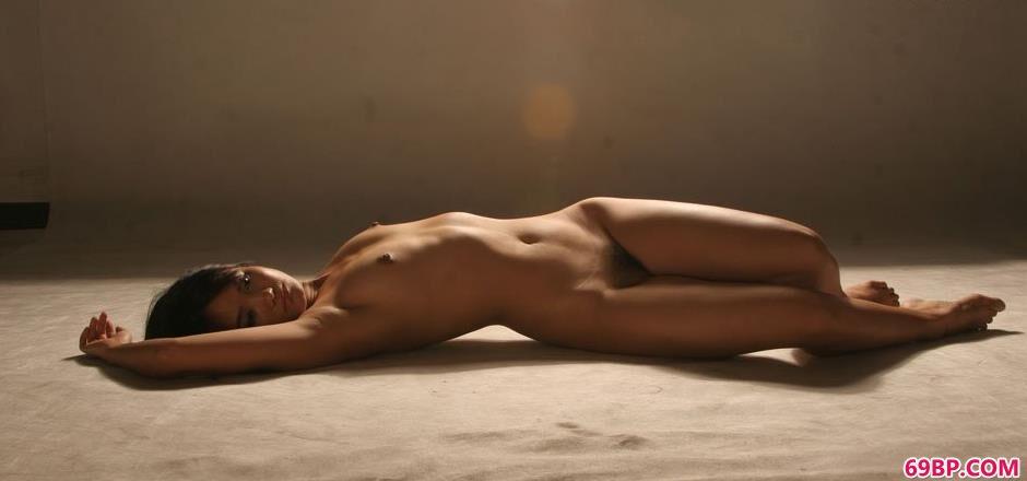 嫩模小君棚拍美丽人体1