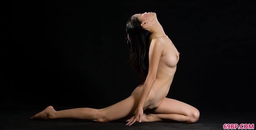 裸模阿香桃源图片棚拍