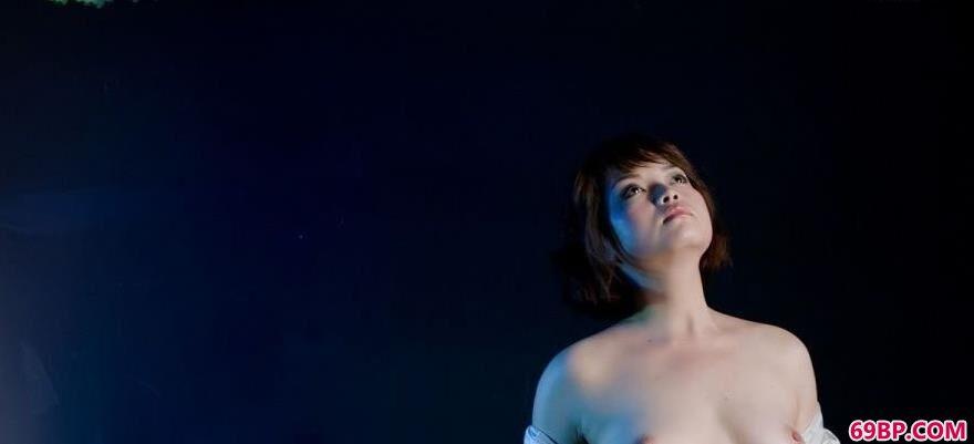 丰满胴体女人超模菲菲1