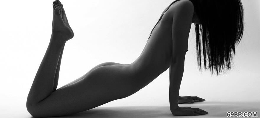 朱倩Action黑白人体1_美白奶大裸艺术