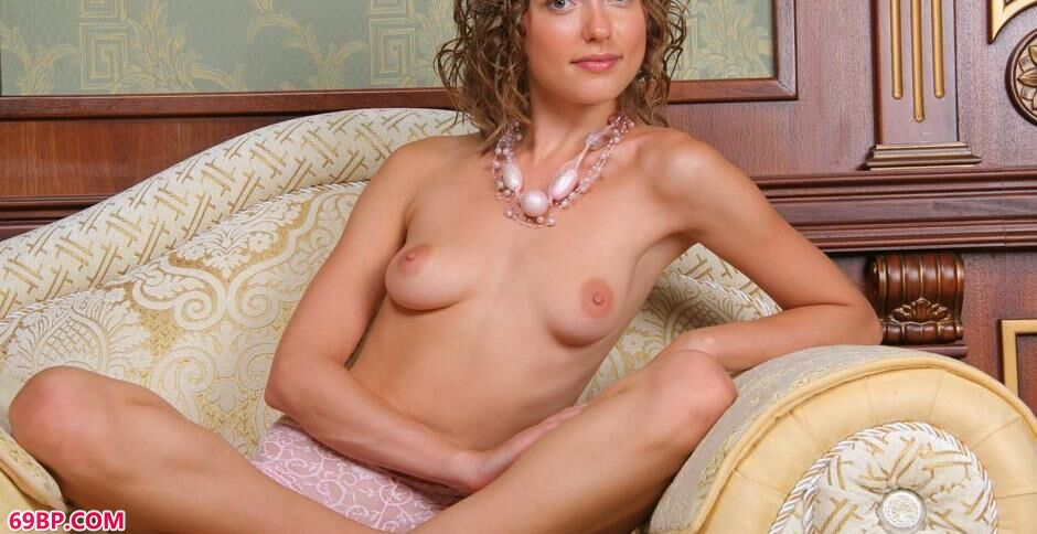 名模masha沙发上的妩媚人体2