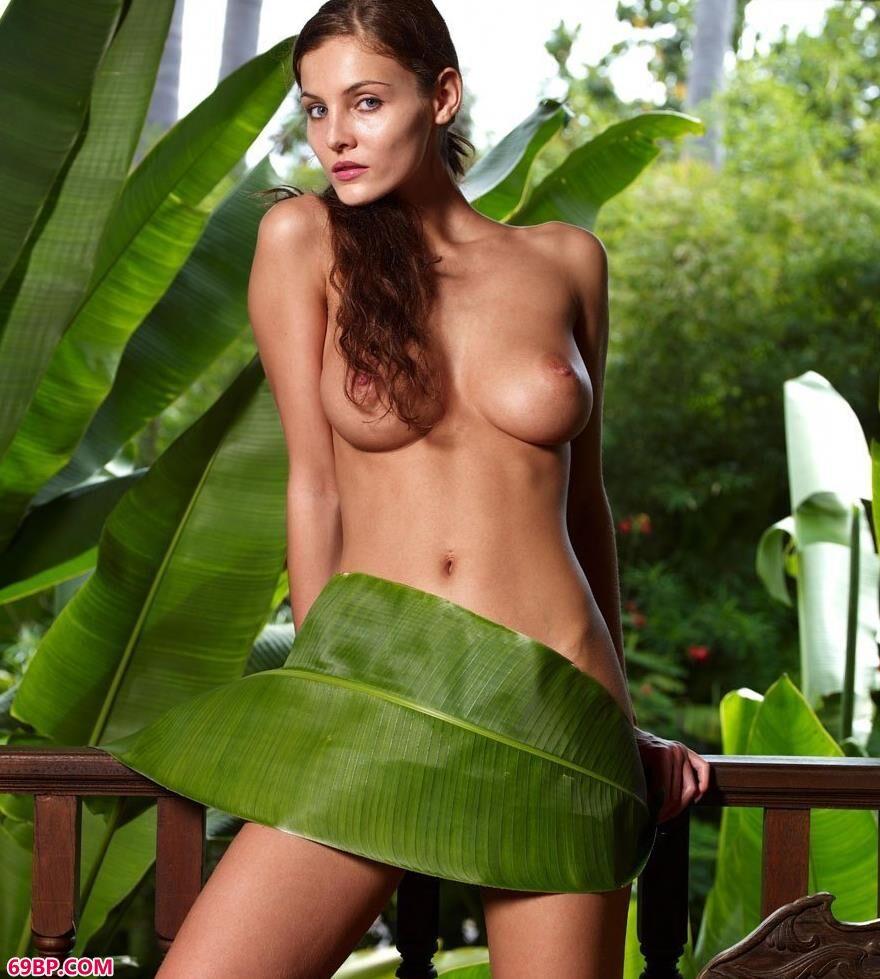 泰国名模琳达凉亭边的荷叶人体