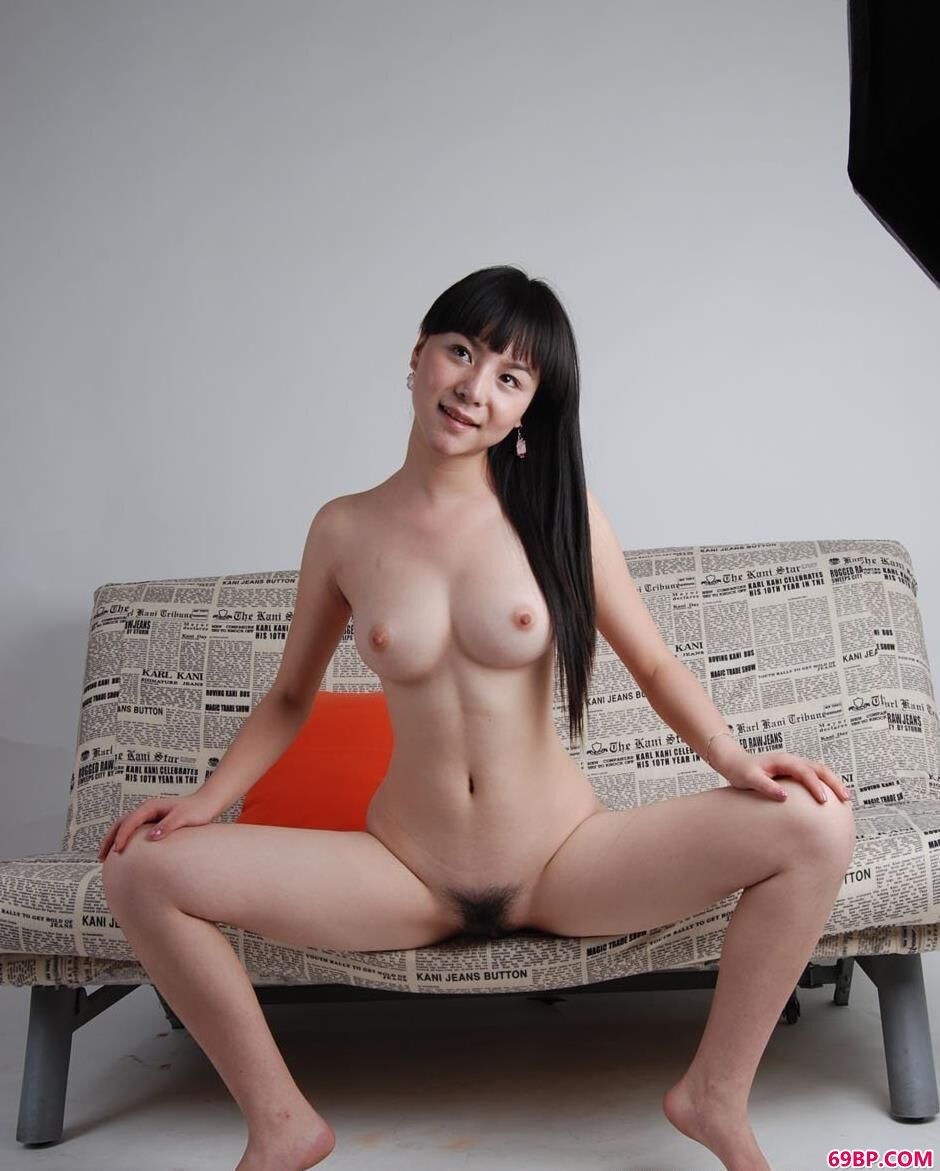 嫩模苏凡沙发上的大尺度人体